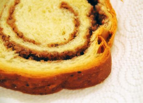 פרוסת קוזונאק (עוגת שמרים רומנית נהדרת, שכל כך התגעגעתי אליה). קנינו את העוגה בסופר שנקרא Real, זו תוצרת עצמית שלהם, והטעם שלה נפלא - כמעט זהה לזה שסבתא שלי הייתה מכינה. מומלץ בחום!